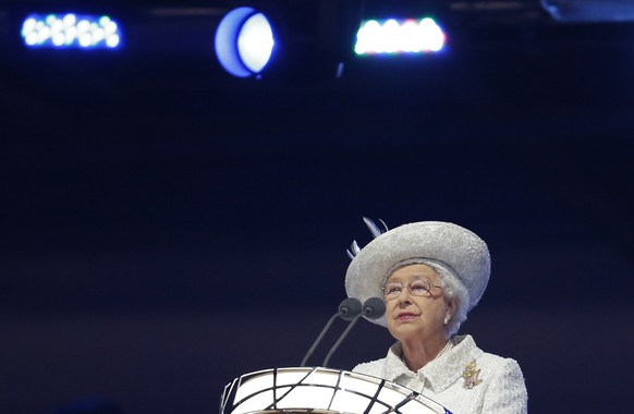 Britain's Queen Elizabeth II reads the message from the Queen's baton during the opening ceremony for the Commonwealth Games 2014 in Glasgow, Scotland, Wednesday July 23, 2014. (AP Photo/Frank Augstein)
