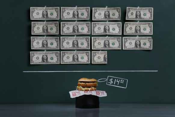 A Big Mac as photographed in a studio with an illustrative price tag of $14.60 (US dollars), equivalent to the Bs. 92 (bolivars) that it costs on average to purchase in Caracas at the official exchange rate of 6.3 bolivars per dollar, in Caracas September 29, 2014. Venezuela's economic crisis has led to some shocking and surreal price distortions that hit people's buying power dramatically. While the government of President Nicolas Maduro calls the country's minimum wage of Bs. 4,252 the highest in the region when converted to $675 using the official exchange rate, the galloping black market for currency considers it as just $42.50 when converted at the street rate of Bs. 100 per US dollar, the rate which many importers and retail outlets must use to acquire hard currency. Venezuela's annual inflation rate of more than 63 percent is the highest in the Americas, according to official statistics. Picture taken September 29, 2014.  REUTERS/Carlos Garcia Rawlins (VENEZUELA - Tags: BUSINESS POLITICS FOOD TPX IMAGES OF THE DAY) ATTENTION EDITORS: PICTURE 03 OF 18 FOR WIDER IMAGE PACKAGE 'VENEZUELA'S SURREAL PRICES'TO FIND ALL IMAGES SEARCH 'GALLOPING RAWLINS'