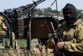 epaselect epa04296083 Pro-russian rebels patrols outside of Luhansk, Ukraine, 02 July 2014. Fighting in eastern Ukraine resumed a day earlier, hours after the Ukrainian President declared an end to a ceasefire that had only been patchily observed.  EPA/STRINGER