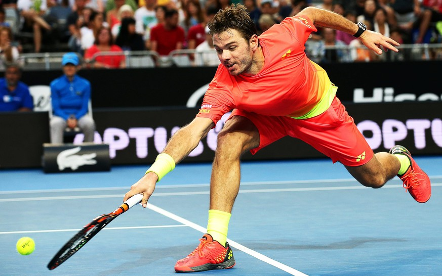 epa05115405 Stanislas Wawrinka of Switzerland returns the ball to Radek Stepanek of the Czech Republic during their second round match at the Australian Open Grand Slam tennis tournament in Melbourne, Australia, 21 January 2016.  EPA/DAVID CROSLING AUSTRALIA AND NEW ZEALAND OUT