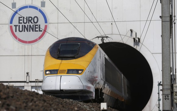 A high-speed Eurostar train exits the Channel tunnel in Coquelles, near Calais, May 5, 2014. Eurotunnel prepares to celebrate the 20th anniversary of the inauguration of the Channel Tunnel. The Channel Tunnel or Euro Tunnel took six years to construct and was opened in 1994. REUTERS/Christian Hartmann (FRANCE - Tags: POLITICS TRANSPORT BUSINESS)