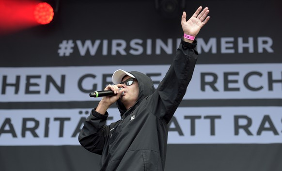 epa06994863 Stefan Richter of German hip-hop band 'Trettmann' perfoms on stage during a concert in Chemnitz, Germany, 03 September 2018. German music groups give a free concert to support the civil society in Chemnitz. After two refugees from Syria and Iraq were arrested on suspicion of stabbing a 35-year-old man at a city festival in the East German city Chemnitz, several right-wing organizations called for demonstrations on 31 August 2018. The police said 8,000 people attended the rallies while 3,000 people protested against the right-wing gathering.  EPA/JENS SCHLUETER