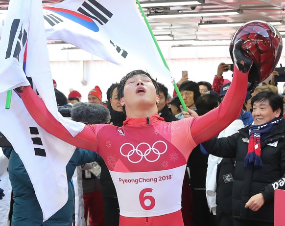epa06530833 Yun Sungbin of South Korea wins the gold medal in the Men's Skeleton competition at the Olympic Sliding Centre during the PyeongChang 2018 Olympic Games, South Korea, 15 February 2018.  EPA/YONHAP SOUTH KOREA OUT