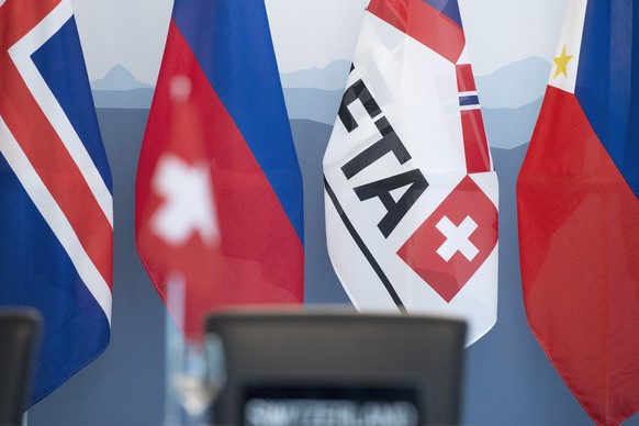 Flags are lined up in the chandelier hall before the signing of a free trade agreement between EFTA (European Free Trade Association) States and the Philippines in Bern, Switzerland, Thursday, April 28, 2016. (KEYSTONE/Lukas Lehmann)