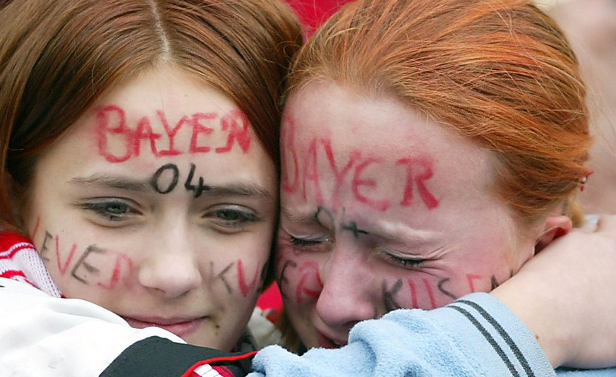 Supporters of Leverkusen cry after the German first division soccer match Bayer Leverkusen vs Herta BSC Berlin in the BayArena in Leverkusen, Saturday, May 4, 2002. Event though the match ended 2-1 for Leverkusen, Borussia Dortmund  won the match against Werder Bremen with 2-1 and is the new German champion. (AP Photo/Martin Meissner)