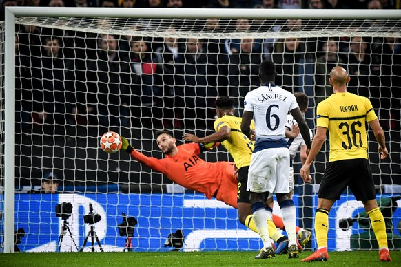 epa07367857 Tottenham's goalkeeper Hugo Lloris (L) saves the ball during the UEFA Champions League round of 16 soccer match between Tottenham Hotspur and Borussia Dortmund at Wembley Stadium, Britain, 13 February 2019.  EPA/FACUNDO ARRIZABALAGA