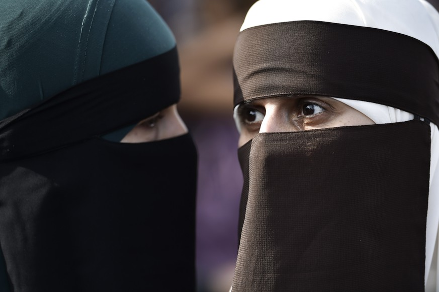 epa06922108 Face covered women protest in Copenhagen, Denmark, 01 August 2018, on the first day of the implementation of the Danish face veil ban. Under the new law, all apparel covering the face is forbidden in public places. This includes wearing burka, niqab, full-face balaclavas, hats, caps, scarves, masks, helmets, full-length suits and artificial beards.  EPA/MADS CLAUS RASMUSSEN  DENMARK OUT