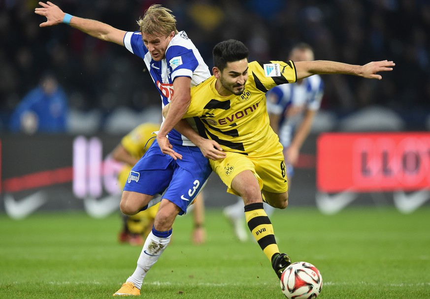 BERLIN, GERMANY - DECEMBER 13: Ilkay Guendogan of Dortmund is challenged by Per Ciljan Skjelbred of Berlin during the Bundesliga match between Hertha BSC and Borussia Dortmund at Olympiastadion on December 13, 2014 in Berlin, Germany.  (Photo by Stuart Franklin/Bongarts/Getty Images)