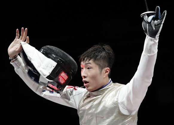 epa09367681 Cheung Ka Long Hong Kongcelebrates after his victory over Daniele Garozzo Italy in the Men's foil Individual Golden medal bout during the Fencing events of the Tokyo 2020 Olympic Games at the Makuhari Messe convention centre in Chiba, Japan, 26 July 2021.  EPA/KIYOSHI OTA