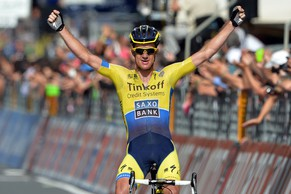 Australia's Michael Rogers celebrates as he crosses the finish line to win the 11th stage of the Giro d'Italia, Tour of Italy cycling race, from Collecchio to Savona, Italy, Wednesday, May 21, 2014. Michael Rogers took advantage of a downhill attack to win the 11th stage of the Giro d'Italia on Wednesday, while fellow Australian Cadel Evans retained the overall lead. (AP Photo/Fabio Ferrari)