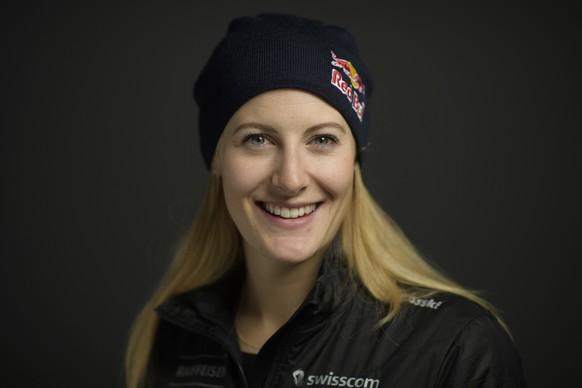 ARCHIV - ZUR SELEKTION DER SCHWEIZER SKI FREESTYLE SKICROSS TEAM FUER DIE OLYMPISCHEN WINTERSPIELE IN PYEONGCHANG, SUEDKOREA, STELLEN WIR IHNEN FOLGENDES BILDMATERIAL ZUR VERFUEGUNG – Die Schweizer Skicrosserin Fanny Smith, aufgenommen im Rahmen einer Pressekonferenz des Verbandes Swiss Ski, am Montag, 11. Dezember 2017, in Arosa. (KEYSTONE/Gian Ehrenzeller)