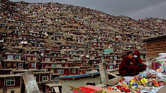 epa05441561 A picture made available on 26 July 2016 of the massive dwellings for monks and nuns living around Larung Gar Buddhist Institution in Seda county, Sichuan province, China, 23 March 2010. Rights groups said Chinese authorities had started demolition of the dwellings of faithfuls of Tibetan Buddism there.  EPA/STRINGER CHINA OUT
