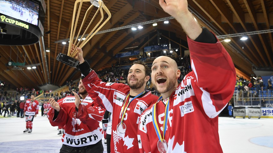 Team Canada's Pierre-Alexandre Parenteau and Maxim Noreau, from left, with the Trophy after winning the final game between Team Canada and Team Suisse at the 91th Spengler Cup ice hockey tournament in Davos, Switzerland, Sunday, December 31, 2017. (KEYSTONE/Gian Ehrenzeller)