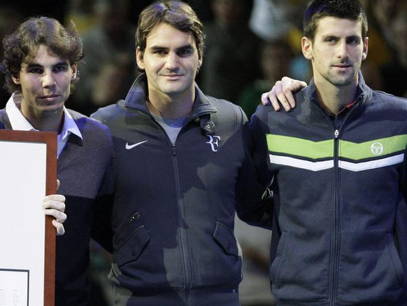Spain's Carlos Moya, former World no 1 tennis player, left, poses with Rafael Nadal, second left, Roger Federer, center, Novak Djokovic, second right, and Andy Murray in a ceremony to mark his retirement from tennis during the ATP World Tour Finals at O2 Arena in London, Sunday, Nov. 21, 2010. (AP Photo/Sang Tan)