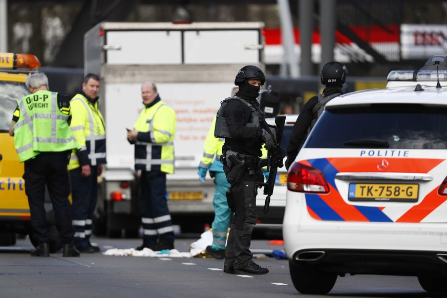 epa07446481 Emergency services at the 24 Oktoberplace where a shooting took place in Utrecht, The Netherlands, 18 March 2019. According to the the Dutch Police, several people have been injured in a shooting on a tram in the central Dutch city of Utrecht.  EPA/ROBIN VAN LONKHUIJSEN