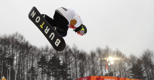 epa06522755 Ayumu Hirano of Japan in action during the Men's Snowboard Halfpipe competition at the Bokwang Phoenix Park during the PyeongChang 2018 Olympic Games, South Korea, 14 February 2018.  EPA/FAZRY ISMAIL