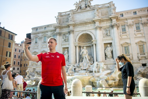 Stephane, takes a selfie with the Swiss football team jersey in front of the Trevi fountain, in Rome, Italy, Monday, June 14, 2021. The Swiss national soccer team will play Italy in Group A on Wednesday during the UEFA EURO 2020 soccer championship in Rome, Italy. (KEYSTONE/Jean-Christophe Bott)