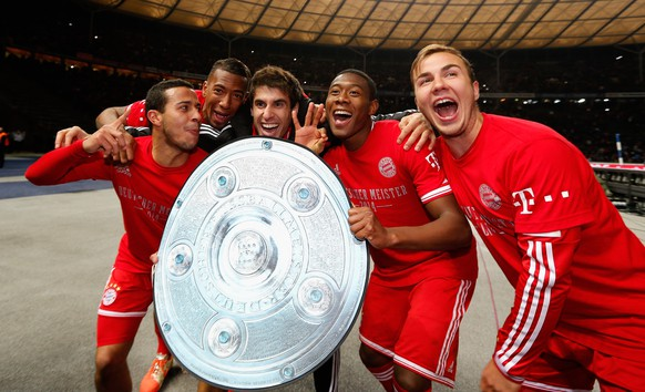 BERLIN, GERMANY - MARCH 25:  Thiago Alcantara, David Alaba, Javier Martínez Aguinaga, David Alaba and Mario Goetze of Bayern Muenchen celebrate winning the German Championship after the Bundesliga match between Hertha BSC and FC Bayern Muenchen at Olympiastadion on March 25, 2014 in Berlin, Germany.  (Photo by Boris Streubel/Bongarts/Getty Images)