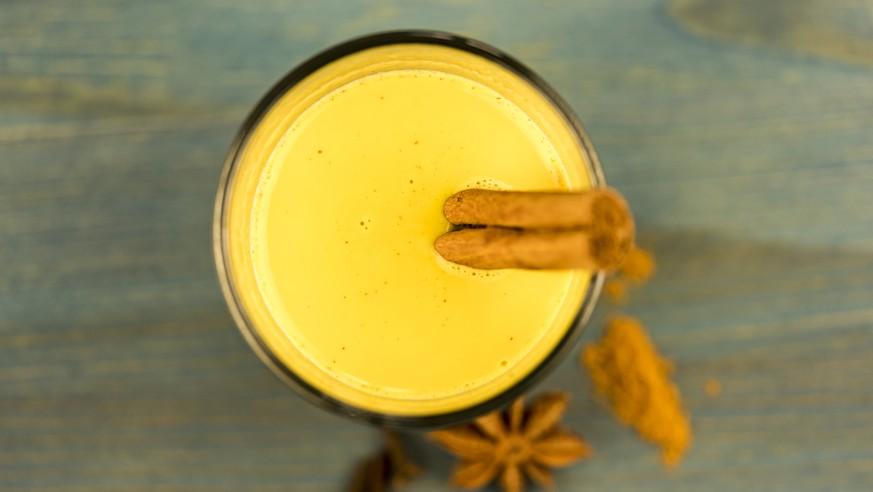 bei erk ltung kurkuma milch golden milk genannt trinken watson. Black Bedroom Furniture Sets. Home Design Ideas