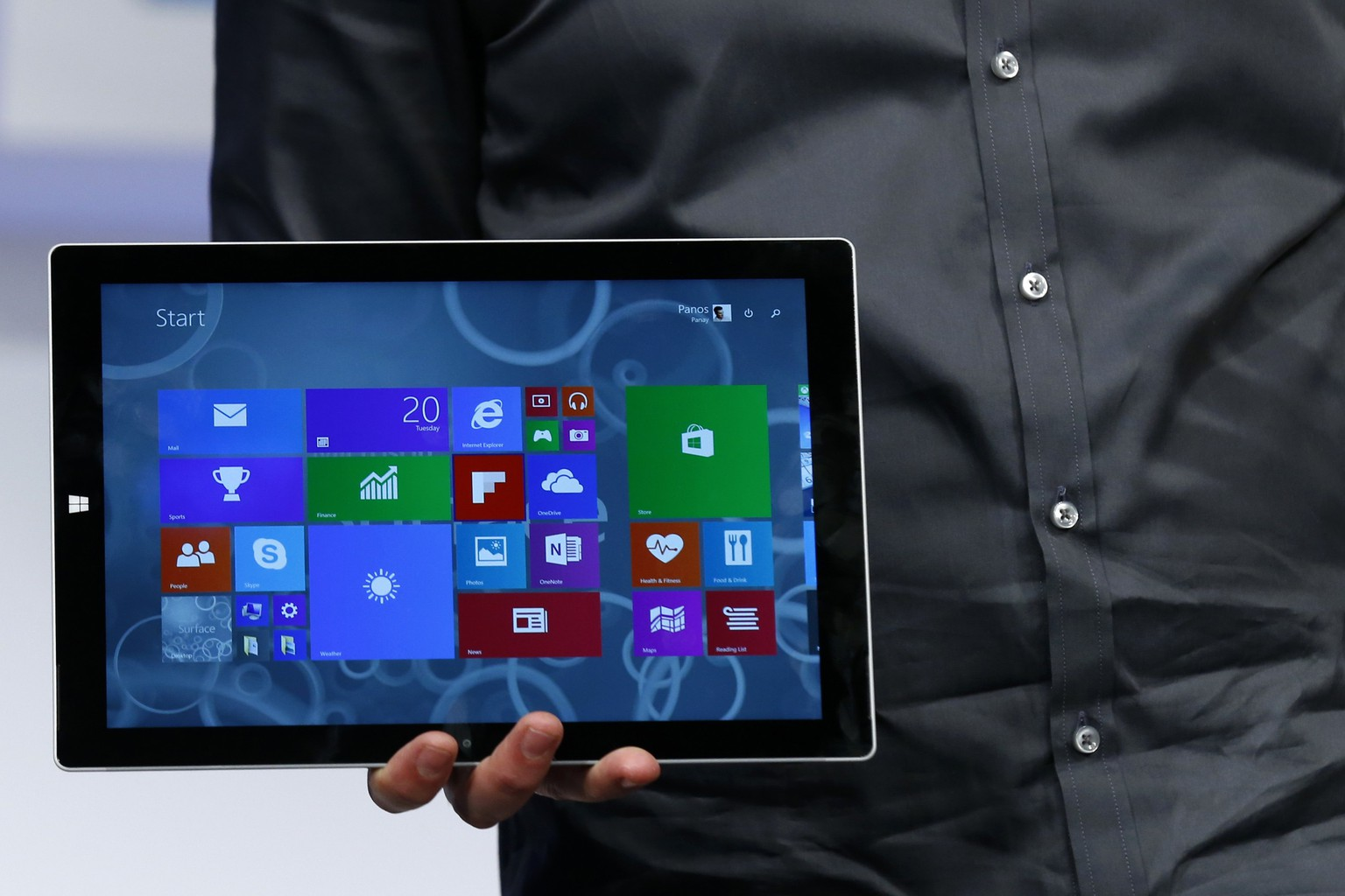 Panos Panay, Corp. Vice President for Surface Computing at Microsoft Corp, unveils the latest models of the Surface tablet in New York May 20, 2014.   REUTERS/Brendan McDermid (UNITED STATES - Tags: SCIENCE TECHNOLOGY BUSINESS)