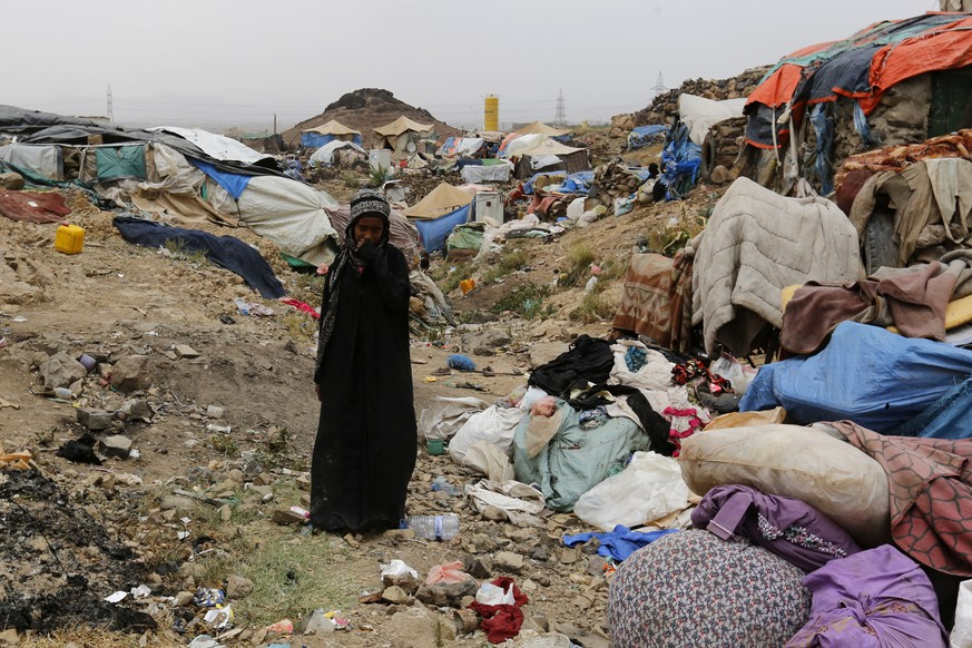 epa07727842 A displaced Yemeni woman walks through a camp for Internally Displaced Persons (IDPs) on the outskirts of Sana'a, Yemen, 19 July 2019. According to reports, the World Food Programme (WFP) has reached a new agreement in principle with the Houthi rebels to resume food aid to the Houthis-controlled areas of Yemen, nearly a month after the WFP begun partially suspending aid. The UN agency delivers monthly rations or money to 10.2 million people of Yemen's 26-million population.  EPA/YAHYA ARHAB
