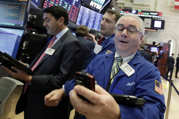 James Dresch, right, works with fellow traders on the floor of the New York Stock Exchange, Wednesday, Jan. 31, 2018. Stocks are opening solidly higher on Wall Street after a number of big U.S. companies reported strong quarterly earnings. (AP Photo/Richard Drew)