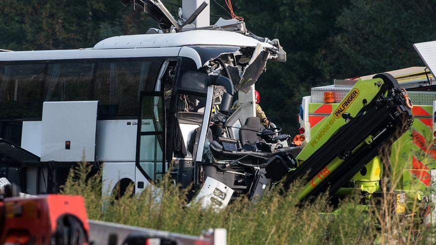 Kölner Reisebus in der Schweiz verunglückt - 13 Verletzte
