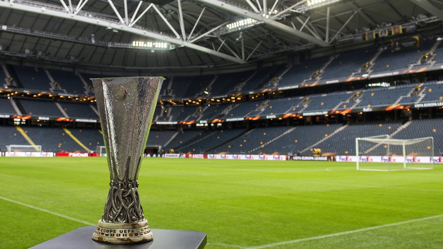 epa05983971 The UEFA Europa League trophy is on display inside the Friends Arena in Stockholm, Sweden, 23 May 2017. Ajax Amsterdam face Manchester United in the UEFA Europa League Final match on 24 May 2017 at Friends Arena.  EPA/GEORGI LICOVSKI