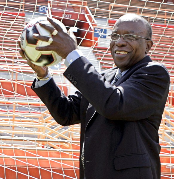 epa04769549 (FILE) A file picture dated 06 July 2005 shows Jack Austin Warner of Trinidad and Tobago and President of CONCACAF catching a ball during a photocall in Miami, Florida, USA. Swiss police arrested FIFA officials early 27 May 2015 in Switzerland for extradition to the United States where they are to face corruption charges. The New York Times (NYT) said the arrests were carried out as officials from football's world governing body were gathered at the Baur au Lac hotel ahead of their annual congress on 29 May when the authorities raided the premises. The charges they face include racketeering and money laundering in connection with alleged corruption in FIFA including World Cup bids and broadcasting deals, the report quoted law enforcement officials as saying. Prosecutors were to unseal an indictment against several FIFA officials, including some not in Zurich, the report said, citing unnamed officials. They included Jack Warner of Trinidad and Tobago, a ex-vice president of FIFA and president of the Carbinnean Football Union, the report said.  EPA/GARY I ROTHSTEIN *** Local Caption *** 00000402759099