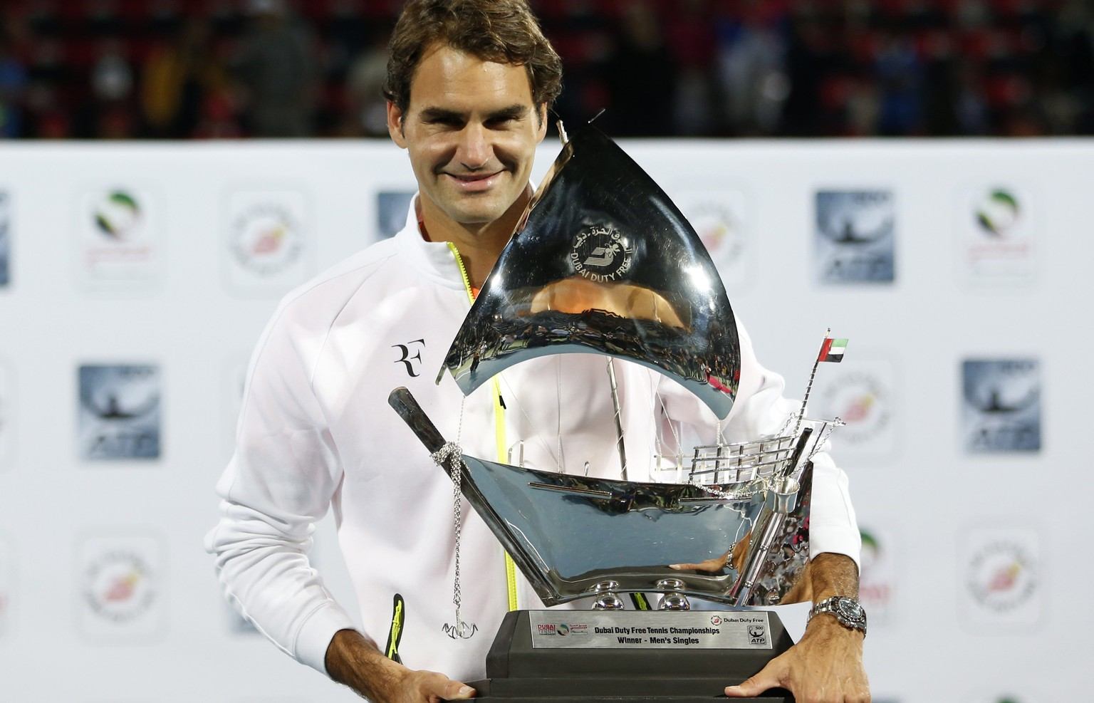 Roger Federer of Switzerland poses with his trophy after winning his final match against Novak Djokovic of Serbia at the ATP Championships tennis tournament in Dubai, February 28, 2015. REUTERS/Ahmed Jadallah (UNITED ARAB EMIRATES - Tags: SPORT TENNIS)