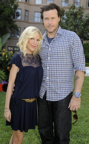 Tori Spelling and husband Dean McDermott pose together during the NBC Universal 2010 Summer Press Day in Pasadena, Calif., Monday, April 26, 2010. (AP Photo/Chris Pizzello)