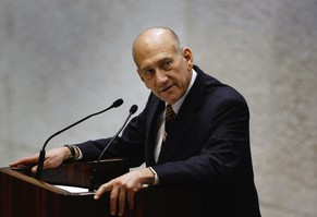 Israel's outgoing Prime Minister Ehud Olmert addresses the parliament before a swearing-in ceremony for Benjamin Netanyahu's new government in Jerusalem in this March 31, 2009 file photo. An Israeli court convicted Olmert of bribery on March 31, 2014 over his ties to a real-estate deal while in his previous post of Jerusalem mayor. The scandal over the Holyland apartment complex deal and other corruption allegations forced Olmert to step down as premier in 2008.   REUTERS/David Silverman/Pool/Files  (JERUSALEM - Tags: POLITICS PROFILE CRIME LAW)