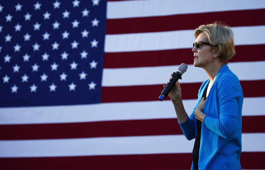 epa07875262 Democratic candidate for United States President, Senator Elizabeth Warren, addresses a crowd of supporters at a campaign stop in Hollis, New Hampshire, USA 27 September 2019.  EPA/CJ GUNTHER