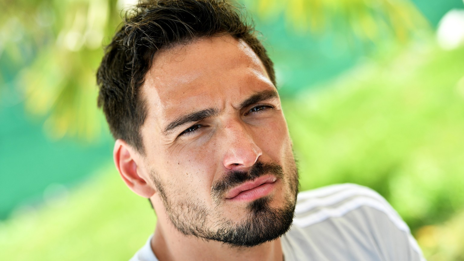 epa06786519 Germany's Mats Hummels speaks to journalists during a media day of the German national soccer team in Eppan, Italy, 05 June 2018. The German squad prepares for the upcoming FIFA World Cup 2018 in Russia at a training camp in Eppan until 07 June 2018.  EPA/SASCHA STEINBACH