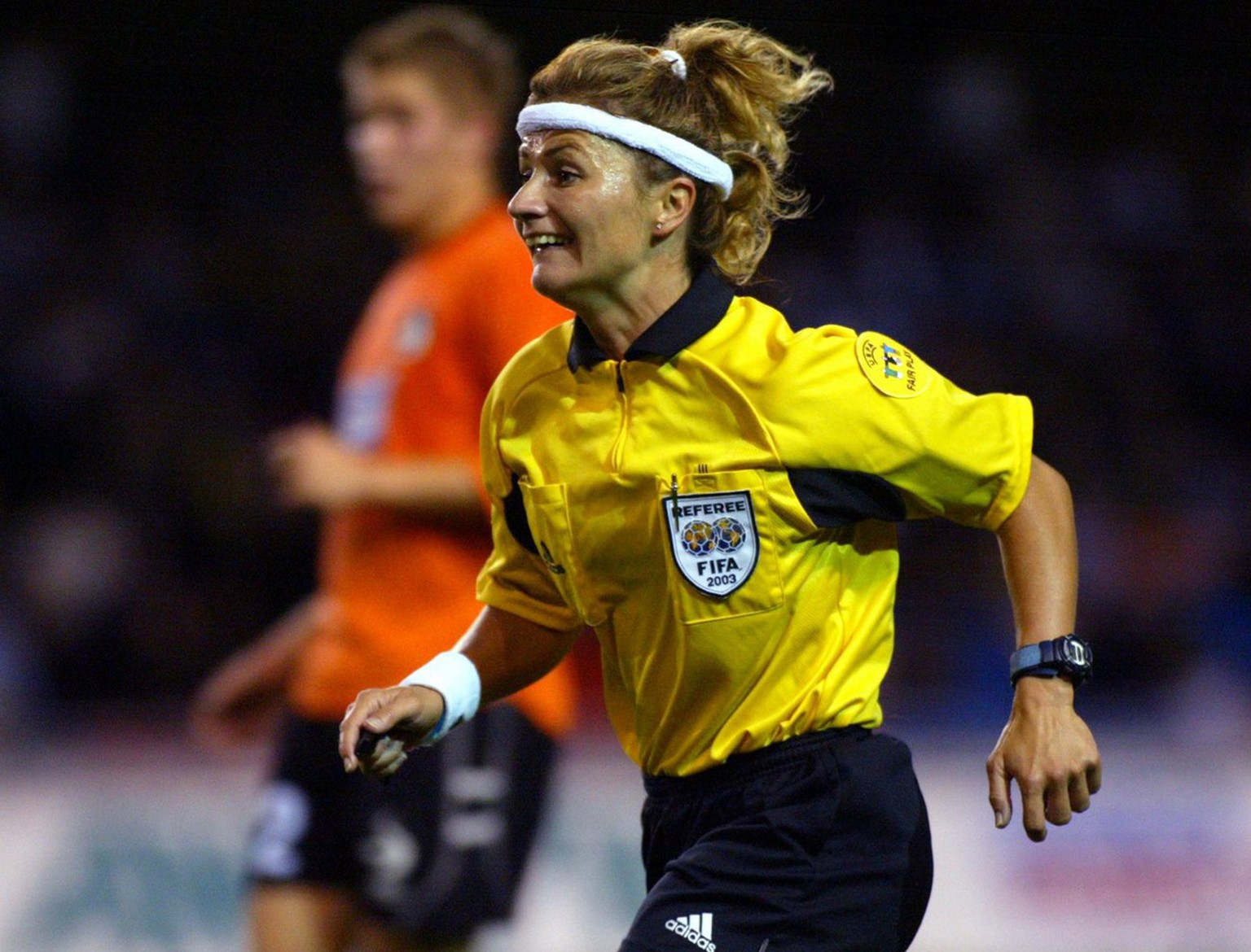 Swiss referee Nicole Petignat in action during the UEFA Cup qualifying round 1st leg soccer match of AIK Solna vs Fylkir from Iceland in Stockholm, Thursday 14 August 2003. Petignat is the first female referee in an European UEFA soccer match. (KEYSTONE/EPA Photo  Pressens Bild/Jack Mikrut)