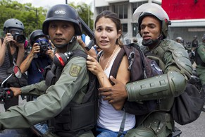 epa04206048 A Venezuelan opposition demonstrator is detained by the Venezuelan National Guard (GNB) during clashes at a march in Caracas, Venezuela, 14 May 2014. Protests continue after the opposition in Venezuela decided to remove themselves from the peace talks.  EPA/MIGUEL GUTIERREZ