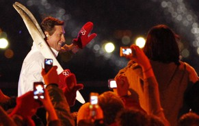 Canadian ice hockey legend Wayne Gretzky waves to spectators after he lit the Olympic flame during the Opening Ceremony of the Vancouver 2010 Olympics in Vancouver, British Columbia, Friday, Feb. 12, 2010.  (AP Photo/Matt Dunham)