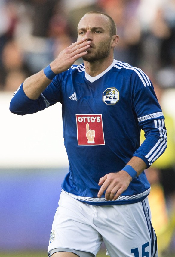 epa05445783 Marco Schneuwly of Lucerne celebrates scoring the opening goal during the UEFA Europa League third qualifying round first leg soccer match between Swiss Club FC Luzern and  Italian Club US Sassuolo, in Lucerne, Switzerland, 28 July 2016.  EPA/URS FLUEELER