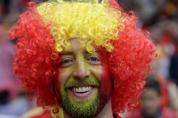 epa05361344 Fan of Spain prior the UEFA EURO 2016 group D preliminary round match between Spain and Czech Republic at Stade Municipal de Toulouse in Toulouse, France, 13 June 2016.  (RESTRICTIONS APPLY: For editorial news reporting purposes only. Not used for commercial or marketing purposes without prior written approval of UEFA. Images must appear as still images and must not emulate match action video footage. Photographs published in online publications (whether via the Internet or otherwise) shall have an interval of at least 20 seconds between the posting.)  EPA/ARMANDO BABANI   EDITORIAL USE ONLY