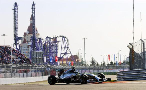 epa04443655 British Formula One driver Lewis Hamilton of Mercedes AMG GP in action during the 2014 Formula One Grand Prix of Russia at the Sochi Autodrom circuit in Sochi, Russia 12 October 2014.  EPA/SRDJAN SUKI