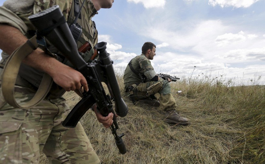 epa04891517 Ukrainian servicemen patrol the area  in Zaytseve village, near Gorlovka of Donetsk area, Ukraine, 21 August 2015. NATO allies on 19 August 2015 called on all parties in eastern Ukraine to de-escalate tensions and exercise restraint, according to a spokesperson for the military alliance, while expressing serious concern at a recent surge in violence. Skirmishes between government forces and pro-Russian separatist rebels in recent days around the eastern port city of Mariupol have led to several deaths, local media have reported.  EPA/ANASTASIA VLASOVA