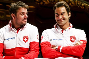 epa04395540 Swiss Davis Cup team players Stanislas Wawrinka (L) and Roger Federer (R) attend the draw of the Davis Cup World Group semi final tie between Switzerland and Italy at Palexpo in Geneva, Switzerland, 11 September 2014. The Davis Cup World Group semi final will take place from 12 to 14 September 2014.  EPA/SALVATORE DI NOLFI