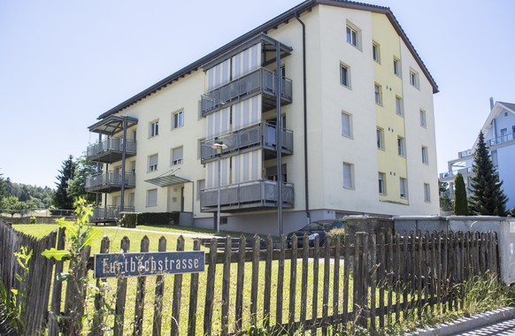 epa08517975 A general view shows the apartment building where a man and two children have been found dead, in Eschenz, Switzerland, 30 June 2020. Media reports state that according to the police, a 38-year-old man killed his two children, aged four and seven, and then killed himself. The motive of the incident, which reportedly took place between 27 and 28 June, is currently under investigation.  EPA/ENNIO LEANZA