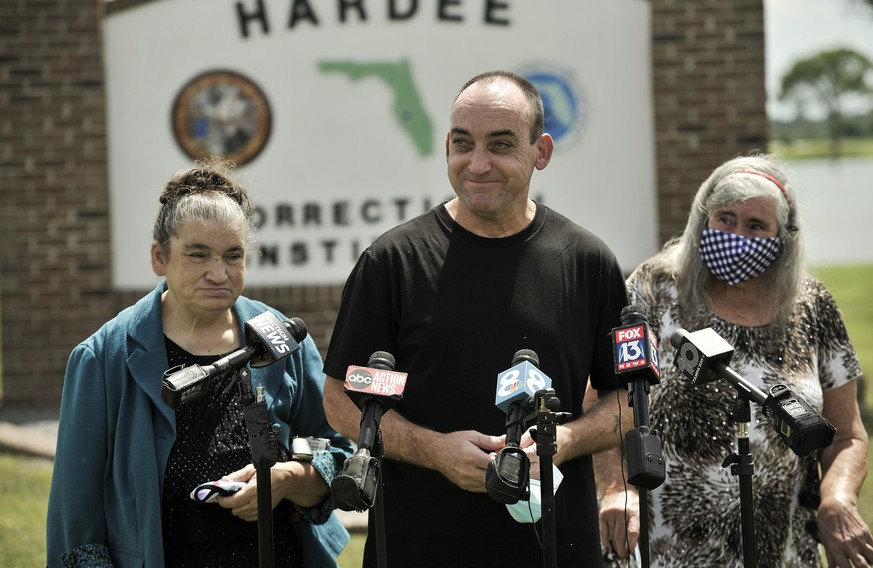 Former inmate Robert DuBoise, 56, meets reporters with his sister Harriet, left, and mother Myra, right, outside the Hardee County Correctional Institute after serving 37 years in prison, when officials discovered new evidence that proved his innocence Thursday, Aug. 27, 2020, in Hardee County, Fla. (AP Photo/Steve Nesius)