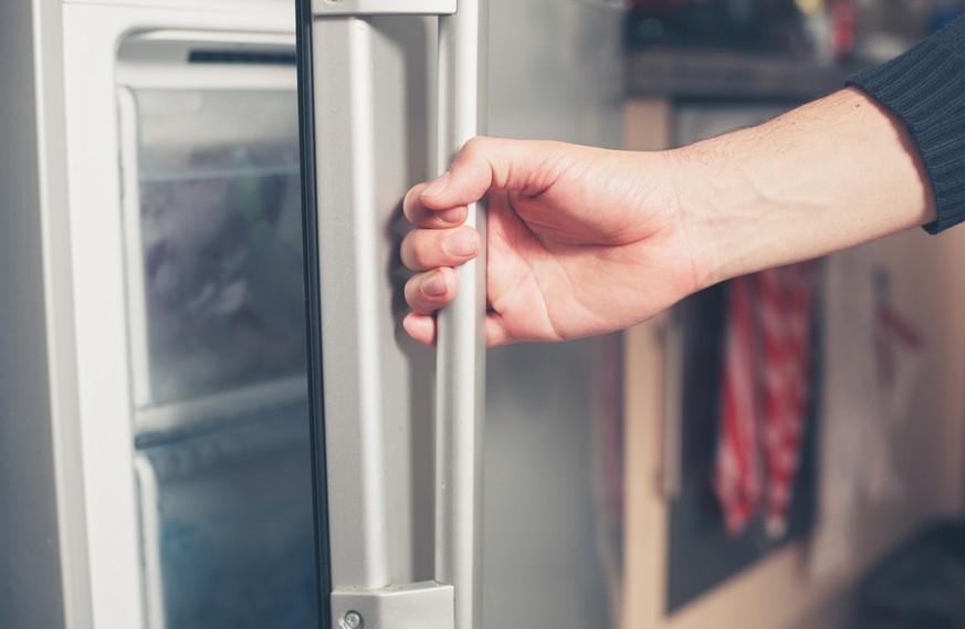 Vater versuchte, überhitztes Baby im Kühlschrank abzukühlen - watson