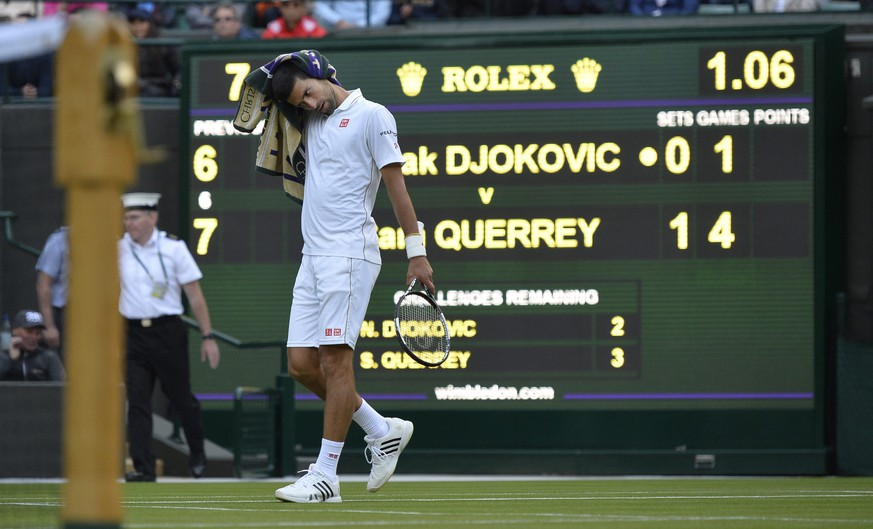 epa05401964 Novak Djokovic of Serbia reacts during his third round match against Sam Querrey of the USA at the Wimbledon Championships at the All England Lawn Tennis Club, in London, Britain, 01 July 2016  EPA/HANNAH MCKAY EDITORIAL USE ONLY/NO COMMERCIAL SALES