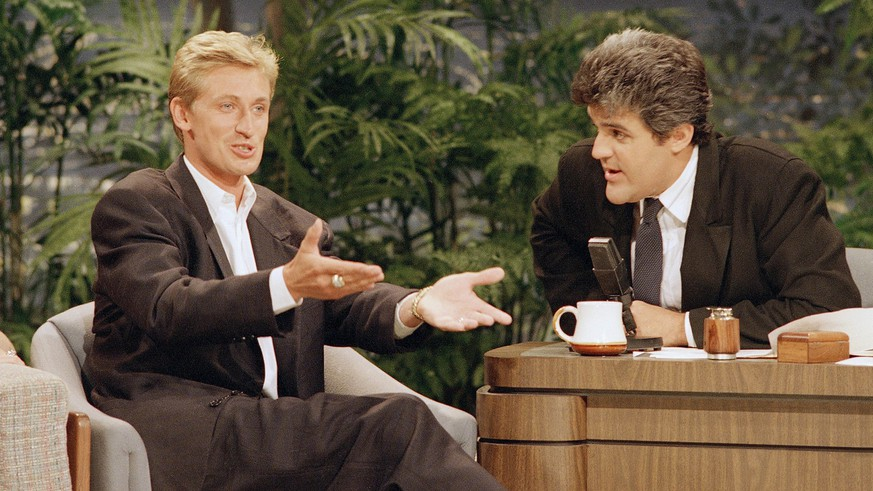 Wayne Gretzky, 27 smiles as he talks to guest host Jay Leno, right,   during the taping of Monday night's