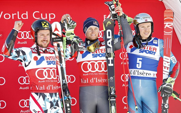 epa05668830 Winner Alexis Pinturault of France (C) celebrates on the podium with third placed Henrik Kristoffersen of Norway (R) and second placed Marcel Hirscher of Austria (L) afterss the men's Downhill race at the FIS Alpine Skiing World Cup in Val D'Isere, France, 10 December 2016.  EPA/GUILLAUME HORCAJUELO