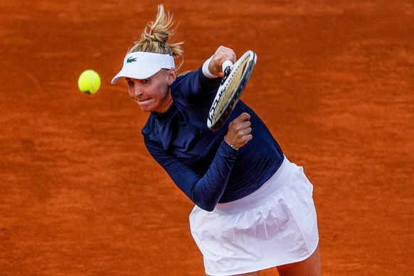 epa09172483 Jil Teichmann of Switzerland in action during her women's singles match against Paula Badosa of Spain at the Mutua Madrid Open tennis tournament, in Madrid, Spain, 01 May 2021.  EPA/JuanJo Martín