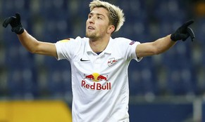 FC Salzburg's Kevin Kampl celebrates after scoring his team's fifth goal against FC Astra during their Europa League Group D soccer match at Stadion Salzburg in Sazlburg December 11, 2014.         REUTERS/Dominic Ebenbichler (AUSTRIA  - Tags: SPORT SOCCER)